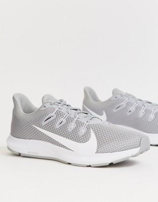 Nike Running Quest 2 sneakers in grey