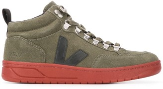 Veja Roraima embroidered logo high top sneakers