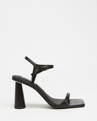 CAVERLEY Maple Heels
