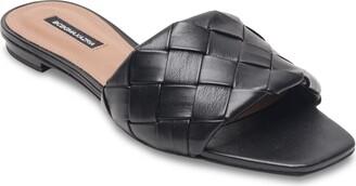 BCBGMAXAZRIA Remi Slide Sandal
