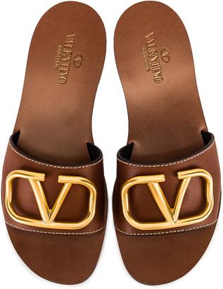Valentino V Logo Slide in Cuoio   FWRD