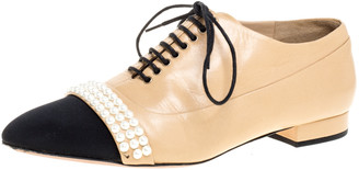 Chanel Beige/Black Leather Pearl Embellished Cap Toe Lace Oxfords Size 37
