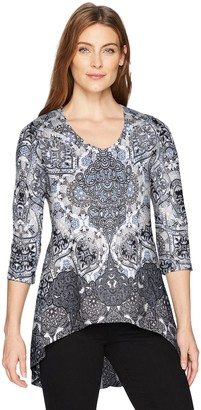 One World ONEWORLD Women's 3/4 Sleeve V-Neck Printed Top with Pleat Back