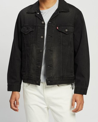 Levi's Men's Black Denim jacket - Vintage Fit Trucker - Size L at The Iconic