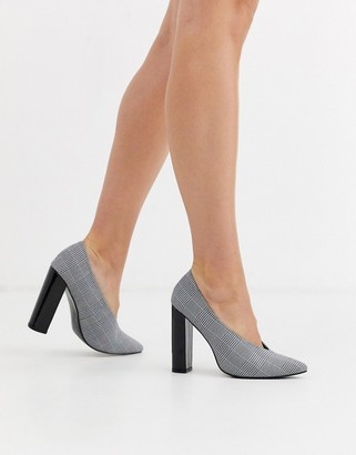 Glamorous pointed toe heels in check print