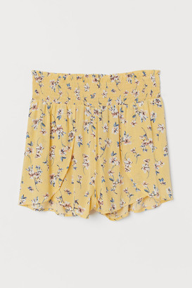 H&M Shorts with Smocking - Yellow