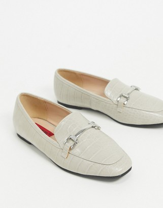 London Rebel flat trim loafer in gray croc