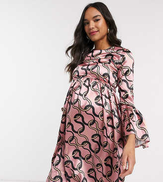 Queen Bee Maternity skater dress with fluted sleeve in pink chain print