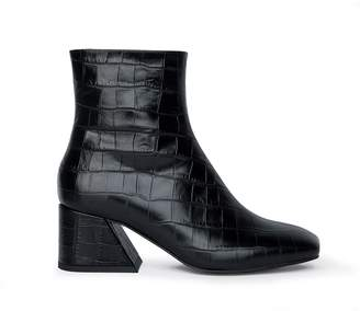 Unreal Fields Doric - Black Leather Square Toe Boots
