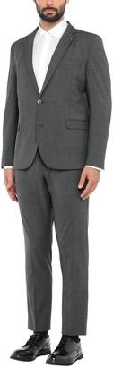 PRIVAT Suits