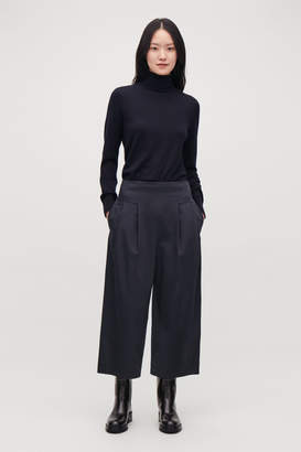 Cos CROP COTTON PLEATED TROUSERS