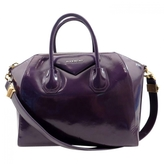 Givenchy Antigona handbag in leather.
