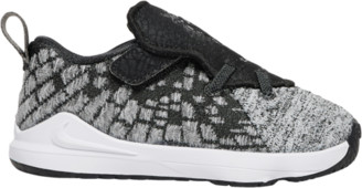 Nike LeBron 17 Basketball Shoes - Black / White