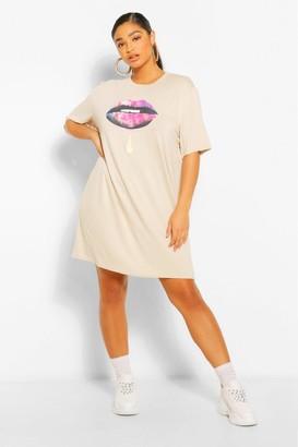 boohoo Plus Lip Print T-Shirt Dress