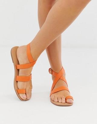 London Rebel toe loop flat sandals-Yellow