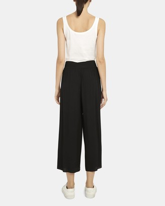 Theory Ribbed Waist Cropped Pant in Viscose Crepe