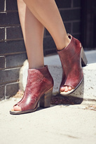 Womens ON SET HEELED ANKLE BOOT