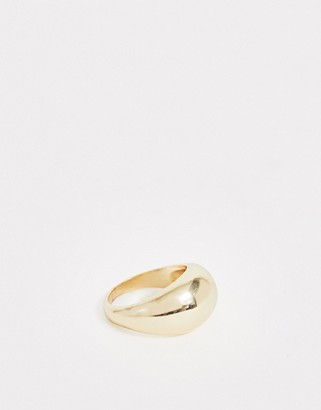 DesignB London chunky ring in gold with circle design