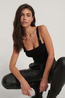Jasmin Azizam X NA-KD Shoulder Straps Detail Body