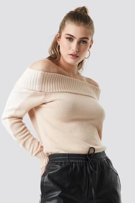 NA-KD Linn Ahlborg X Color Block Off Shoulder Sweater Red