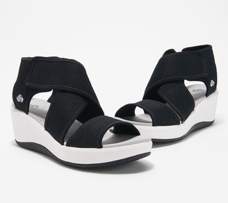 Clarks CLOUDSTEPPERS by Cross Strap Wedges - Step Cali Palm