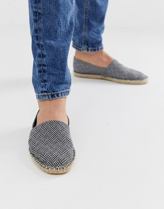 Asos Design DESIGN espadrilles in black and white pattern