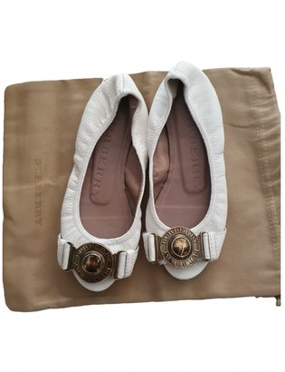 Burberry White Leather Ballet flats