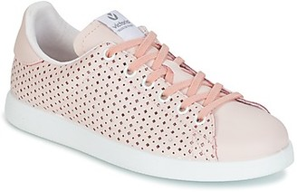 Victoria DEPORTIVO PIEL PERFORADO women's Shoes (Trainers) in Pink