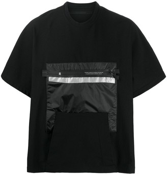 Niløs zip-pocket oversized T-shirt