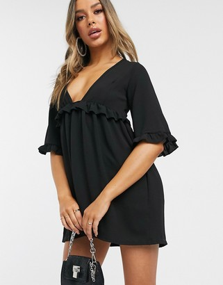 I SAW IT FIRST ruffle detail plunge smock dress