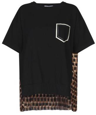 Beatrice. B T-shirt