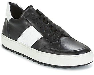 Bikkembergs TRACK-ER 966 LEATHER men's Shoes (Trainers) in Black