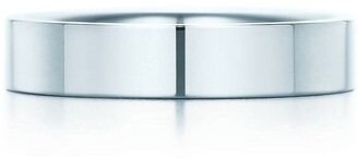 Tiffany & Co. Essential Band ring in platinum, 4 mm wide