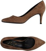 Lola Cruz Pumps