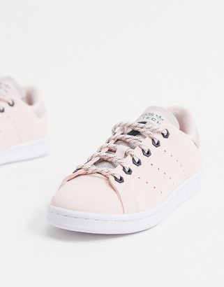 adidas Stan Smith sneaker in pink