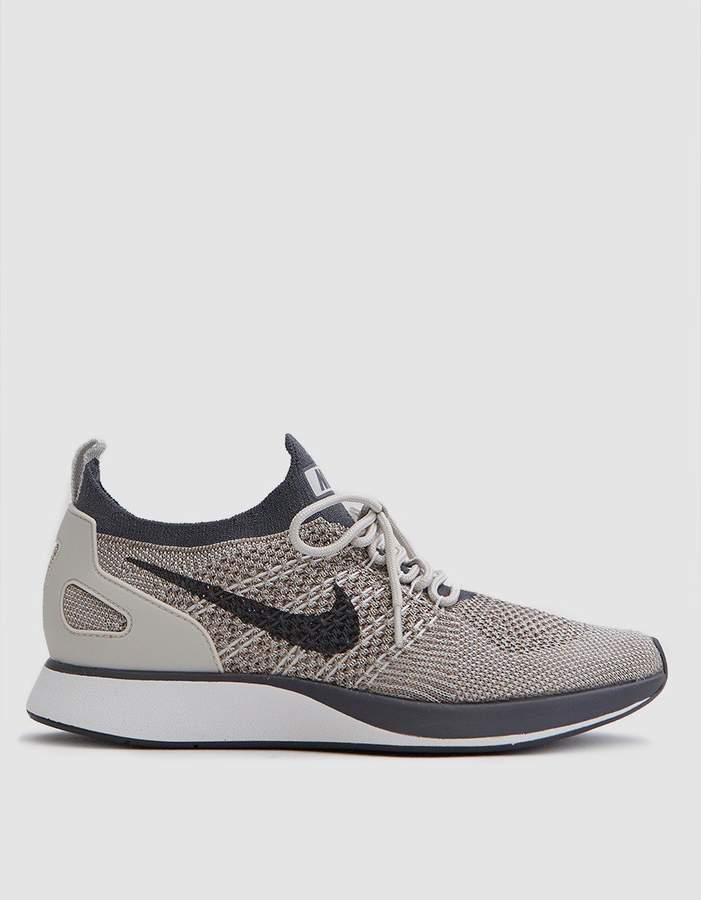 Nike Mariah Flyknit Racer in Pale Grey
