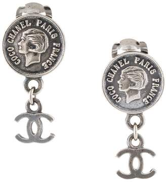 Chanel Pre-Owned 1998 Coco coin motif earrings