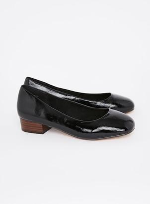 Evans EXTRA WIDE FIT Black Square Toe Court Shoes