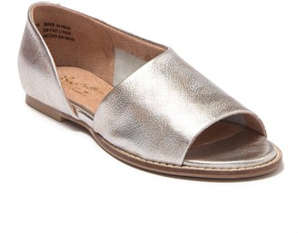 Seychelles Passport Leather Sandal