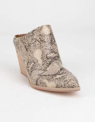 Mi.Im Megan Pointy Toe Womens Heeled Mules