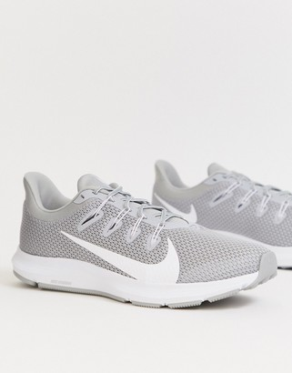 Nike Running Quest 2 trainers in grey