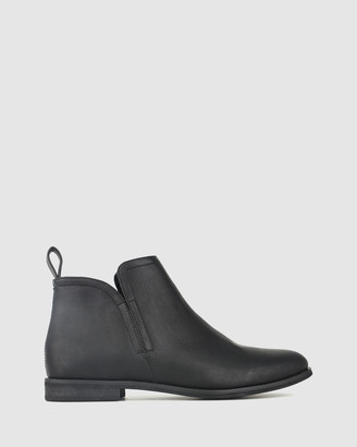 betts Excite Flat Ankle Boots
