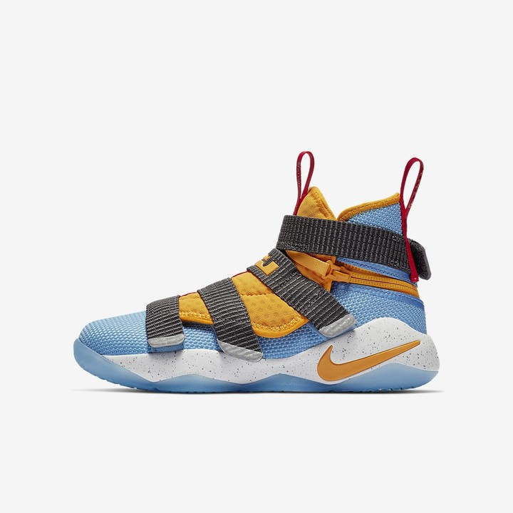 the best attitude bf062 b49f0 Big Kids' Basketball Shoe LeBron Soldier 11 FlyEase