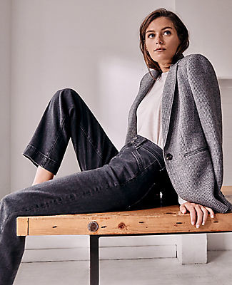 Ann Taylor Petite Curvy Sculpting Pocket Easy Straight Jeans in Dark Grey Wash