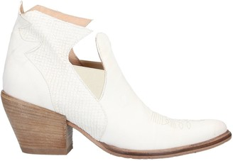 1725.A Booties