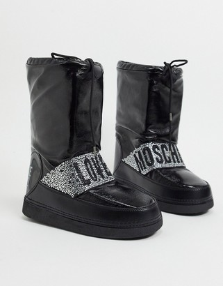 Love Moschino snow boots in black