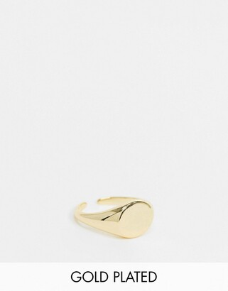 Pieces 18K gold plated signet ring in gold