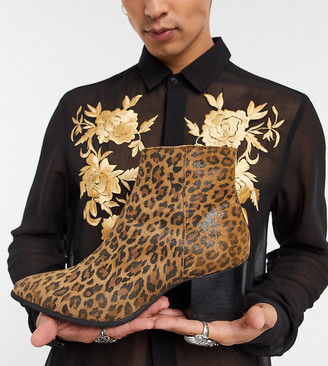 ASOS DESIGN Wide Fit heeled chelsea boots with pointed toe in leopard print