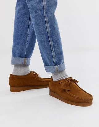 Clarks Wallabee in cola suede-Brown