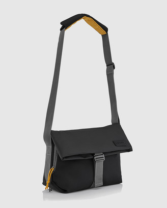 Crumpler Shape of Character Messenger